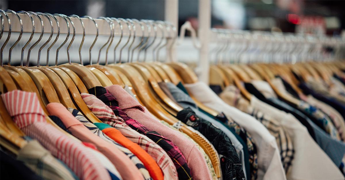 oblečenie v šatníku